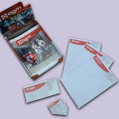 AGM huisstijl met advertenties, briefpapier en visitekaartjes